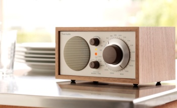 Tivoli Model One Walnut/beige