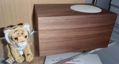 tivoli_stereo_speaker_walnut.png